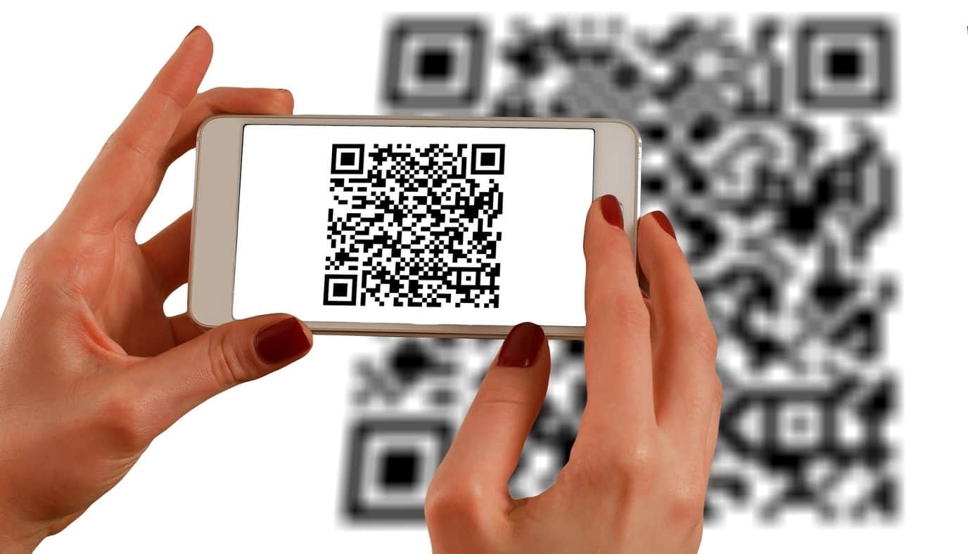 content/en-ae/images/repository/isc/2020/9910/a-guide-to-qr-codes-and-how-to-scan-qr-codes-1.jpg
