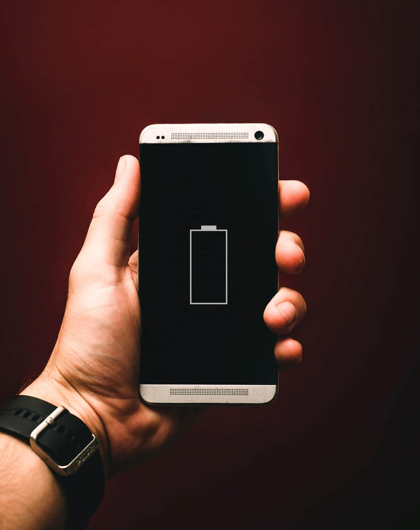 content/en-ae/images/repository/isc/2020/9910/prolong-your-smartphone-battery-lifespan-1.jpg