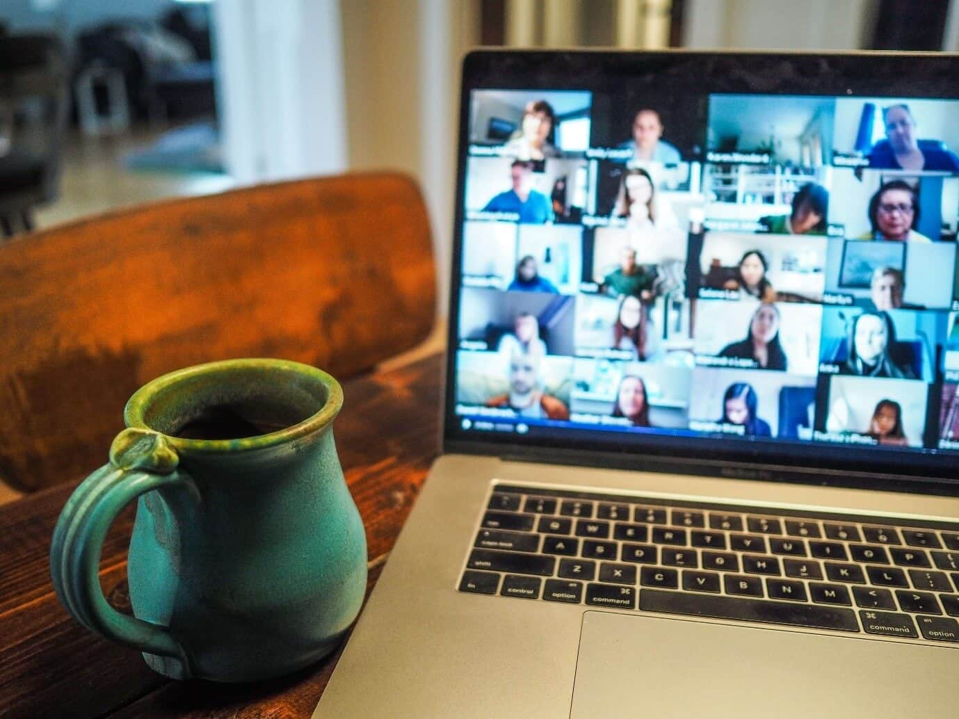 content/en-ae/images/repository/isc/2020/videoconferencing1.jpg